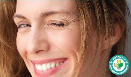 Dầu vitamin E có thể giúp làn da trẻ trung hơn và ít nếp nhăn hơn
