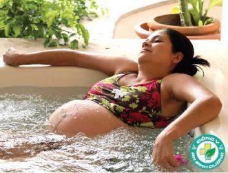 Tắm trong bồn nước nóng khi mang thai: An toàn và rủi ro