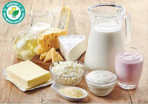 Sữa và các sản phẩm đậu nành tăng cường là một nguồn canxi quan trọng