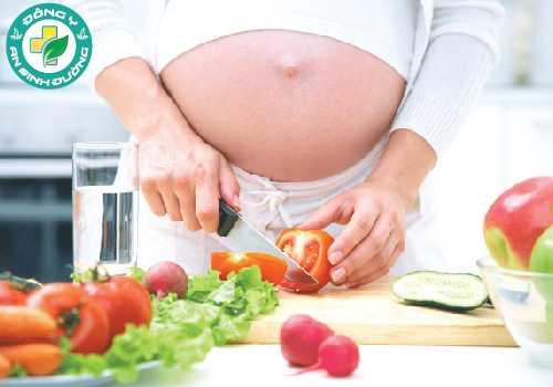 Chế độ dinh dưỡng đầy đủ khi mang thai giúp phát triển não bộ của thai nhi