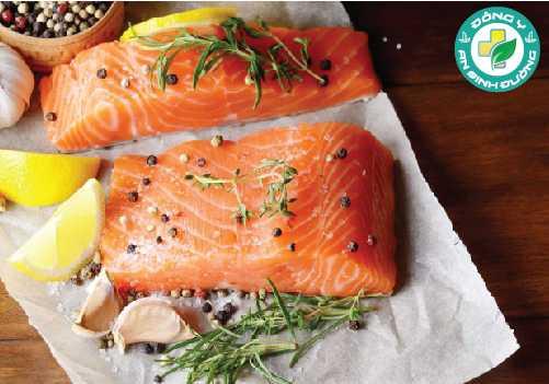 Cá hồi chứa chất béo omega-3 chuỗi dài EPA và DHA, vitamin B và protein chất lượng cao rất cần thiết cho việc hình thành cơ bắp