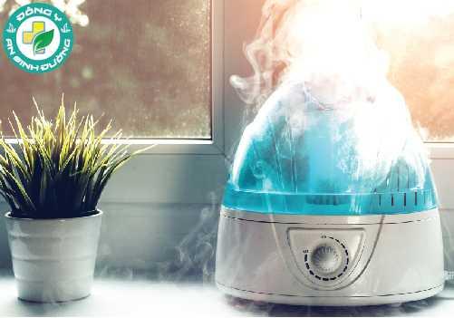 Sử dụng máy tạo độ ẩm để thêm độ ẩm cho không khí trong nhà