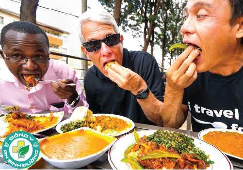 Loại và số lượng thực phẩm chúng ta ăn quyết định lượng calo tiêu thụ