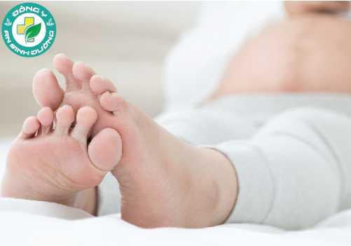 Phù chân khi mang thai là một hiện tượng bình thường do tăng lượng máu và chất lỏng bổ sung