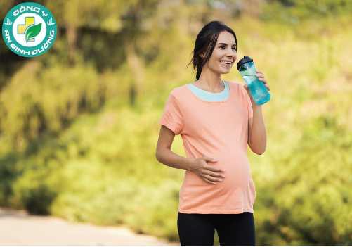 Đi bộ giúp làm giảm sự lưu giữ chất lỏng của cơ thể nên sẽ hạn chế phù chân khi mang thai