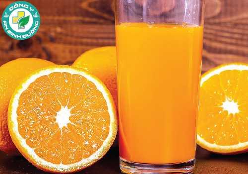Không chỉ chứa nhiều nước, cam còn là một nguồn dồi dào của vitamin C