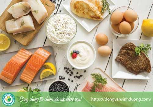 Rau, ngũ cốc nguyên hạt, các loại đậu, thịt, cá, thịt gia cầm, các sản phẩm từ sữa được xem là chứa nhiều chất dinh dưỡng