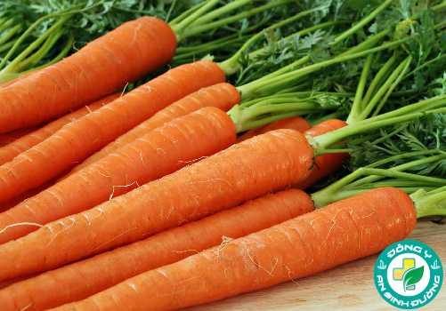 Vitamin A trong cà rốt đóng vai trò thiết yếu trong duy trì sức khỏe thị lực