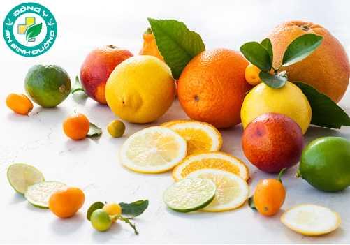 Vitamin c trong trái cây họ cam quýt giúp chống lại tổn thương mắt liên quan đến tuổi tác