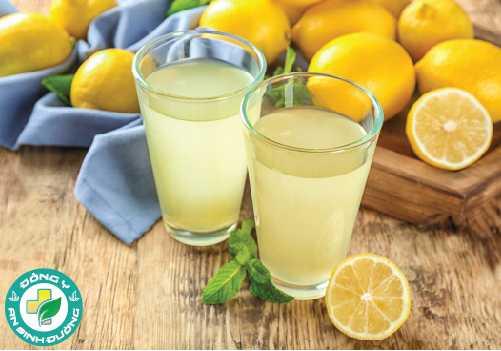 Chanh chứa axit và vitamin giúp chữa hôi miệng hiệu quả