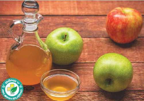 Khi vào trong cơ thể, giấm táo như một chất kiềm trung hòa axit dạ dày