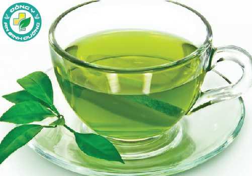Súc miệng bằng nước trà xanh có thể giảm ê buốt răng rất tốt