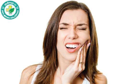Ê buốt răng khiến bạn ăn không ngon, ngủ không yên làm ảnh hưởng nhiều đến sinh hoạt và giao tiếp
