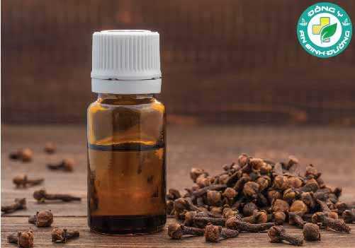 Eugenol trong đinh hương hoạt động như một chất chống viêm,  kháng nấm và gây tê