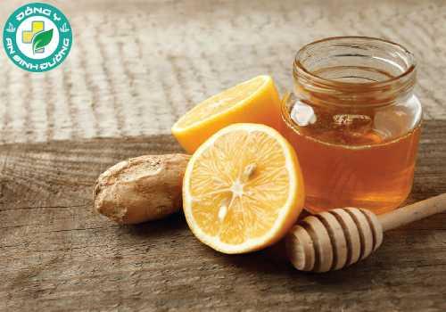 Bạn có thể kết hợp với chanh để tăng tác dụng chữa viêm lợi bằng mật ong