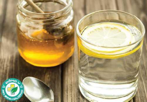 Mật ong được hòa với nước tạo ra hydro peroxide, một chất khử trùng rất hiệu quả trong điều trị viêm lợi