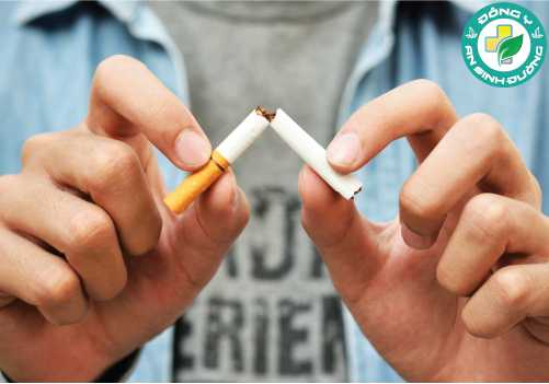 Hút thuốc gây tổn thương niêm mạc động mạch, làm tăng huyết áp, giảm lượng oxy trong máu và gây hại cho cơ tim