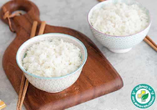 Gạo trắng là một thực phẩm phổ biến, đặc biệt là ở Đông á