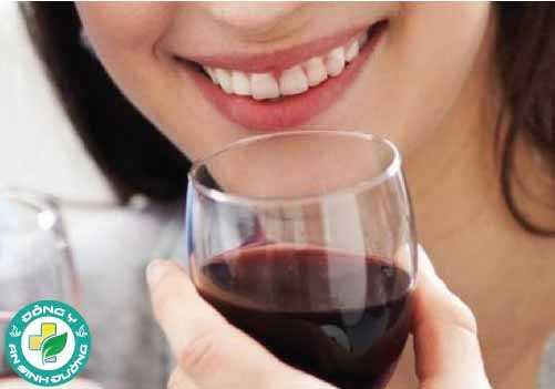 Rượu không chỉ gây hại cho gan, tim mạch, đường huyết mà còn cả cho răng