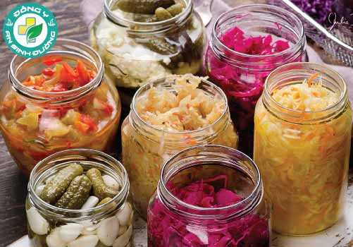Kim chi, sữa chua, kefir, kombucha và dưa cải bắp, có thể cải thiện sức khỏe đường ruột và tâm trạng