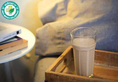 Một ly sữa trước khi đi ngủ dường như không ảnh hưởng đáng kể đến cân nặng của bạn