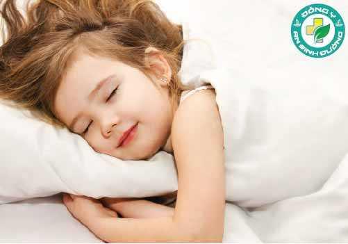 Một ly sữa ấm trước khi đi ngủ có thể khiến bạn dễ ngủ hơn