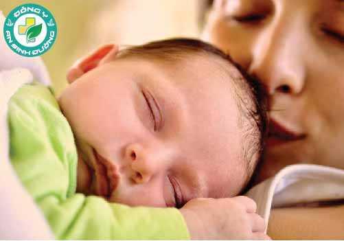 Dị tật bẩm sinh có thể do di truyền hoặc liên quan đến sức khỏe của người phụ nữ trong khi mang thai