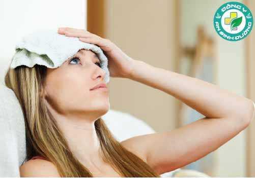 Chườm nóng hoặc lạnh có thể làm giảm cơn đau đầu