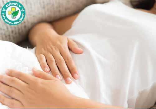 Đau bụng là một nguyên nhân điển hình của ung thư buồng trứng