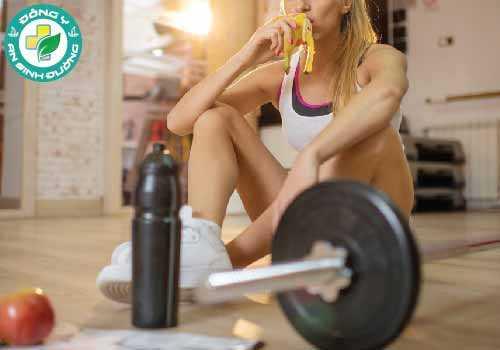chuối cung cấp dinh dưỡng tuyệt vời trước, trong và sau khi tập luyện sức bền