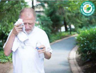 Đàn ông lớn tuổi cần cung cấp đủ nước ngay cả khi không khát